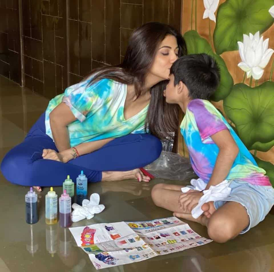Actor Shilpa Shetty Kundra teaching tie-dye technique to son Viaan during lockdown